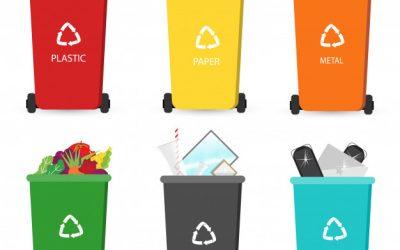Contenedores de reciclaje de color rojo, amarillo, naranja, verde, negro y azul.